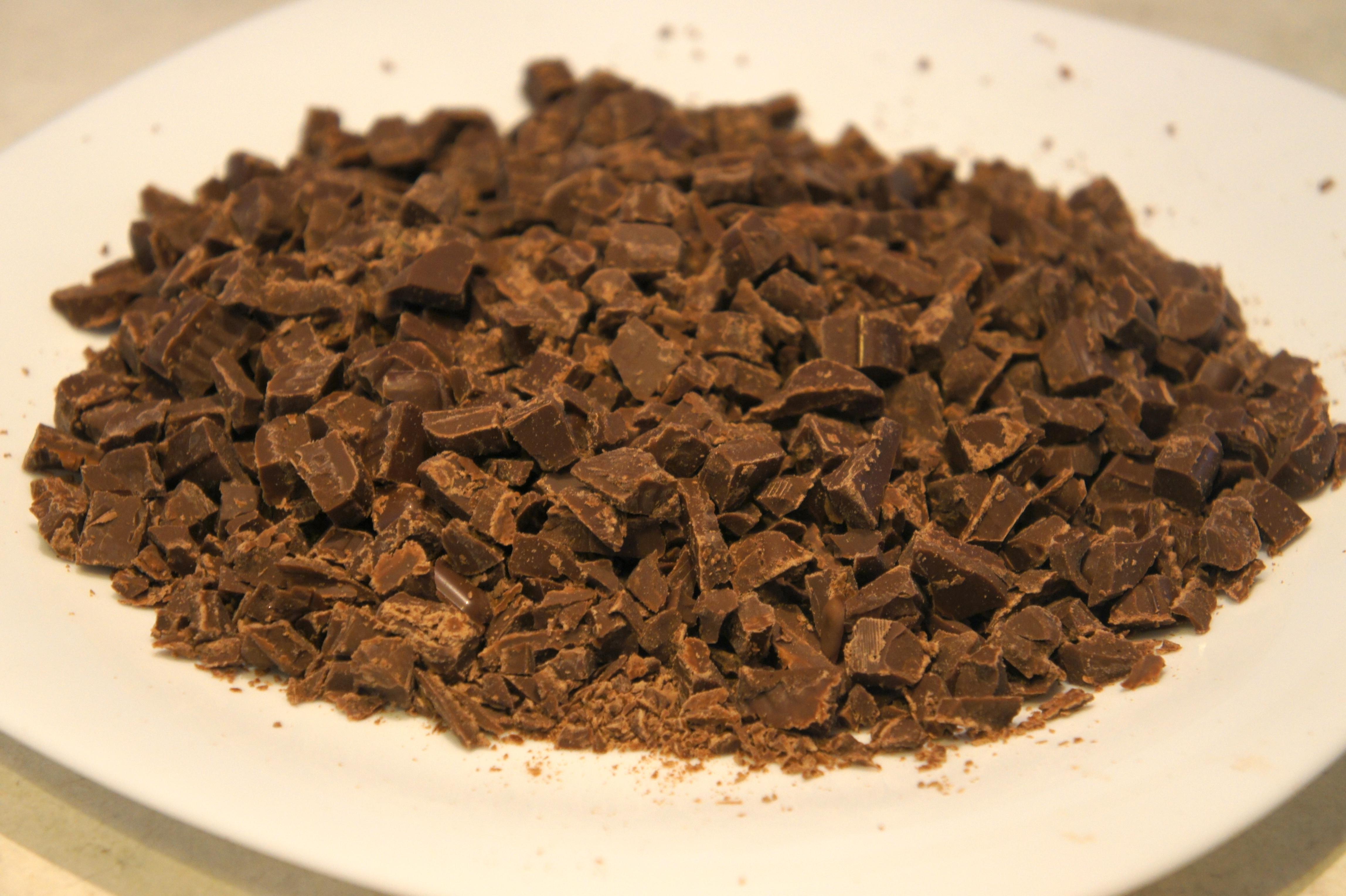 Resultado de imagem para chocolate picado
